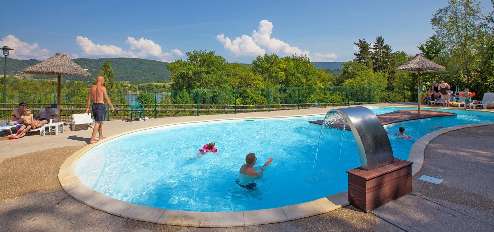 Camping dans l ain avec piscine camping c t d 39 un lac for Camping isere avec piscine